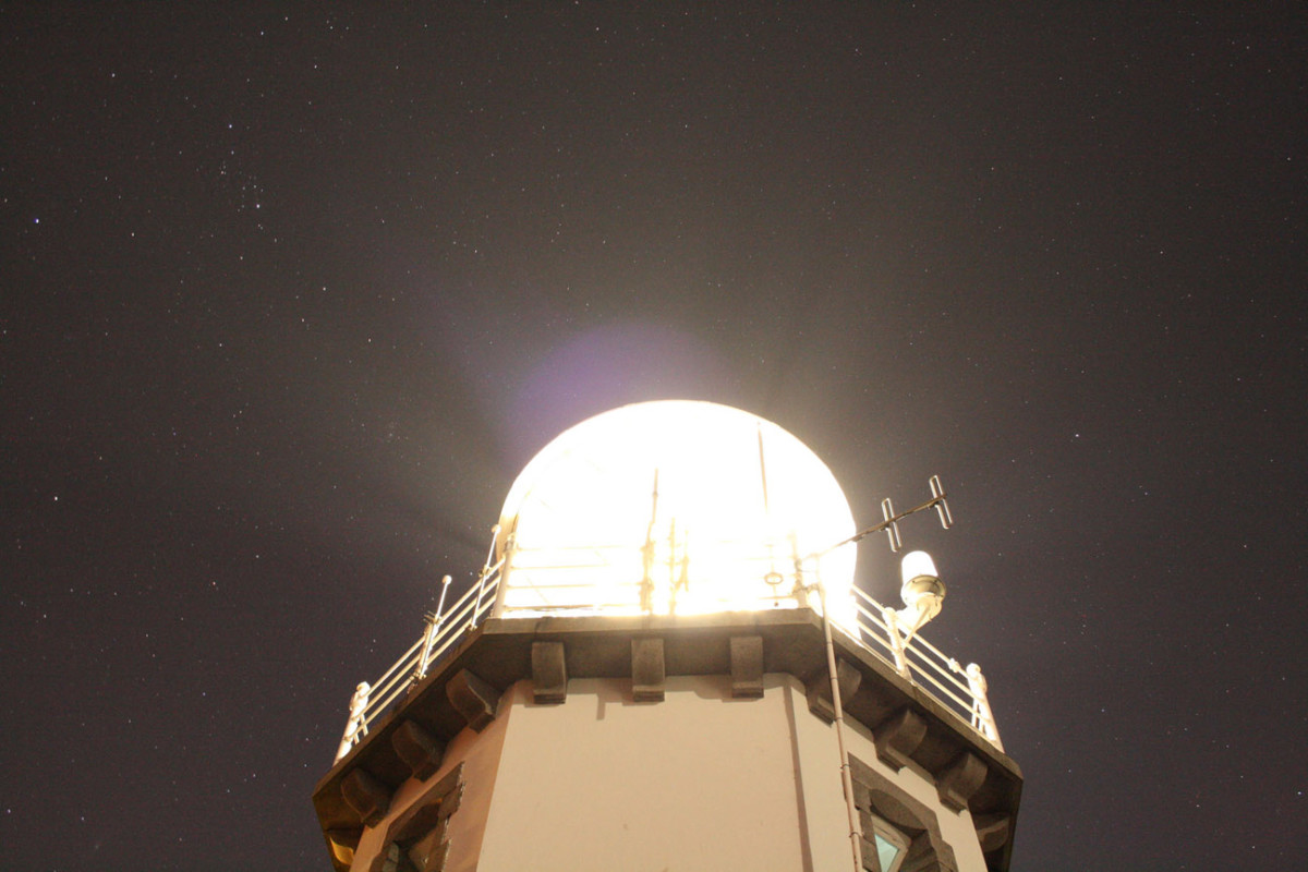 Reincarnation of Paul Revere's Lamp – Private communication in public